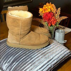 Ugg Classic short women's boots chestnut size 9